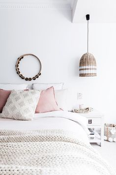 A white canvas accented with a subdued pops of pink, is the perfect palette for this teen girls bedroom, which avoids being to girly or childish thanks to it's pared-back colour scheme. Bedroom Ideas For Teen Girls Grey, Blue Teen Girl Bedroom, Teenage Girl Bedrooms, Trendy Bedroom, Girl Rooms, Modern Color Schemes, Bedroom Color Schemes, Bedroom Colors, Home Decor Bedroom