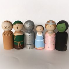 This listing is for six wooden peg dolls (2 - 2.25 inch) painted as characters inspired by the Wizard of Oz - Dorothy, Scarecrow, Lion, Tinman,