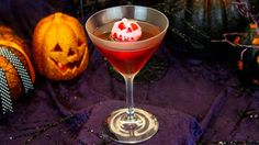 Pin for Later: The Food at Disneyland During Halloween Is Seriously EPIC Poison apple-tini: Crown Royal apple, DeKuyper Pucker sour apple schnapps, and cranberry juice Where to find it: Carthay Circle Restaurant, Cove Bar, and Steakhouse 55 Lounge Halloween Time At Disneyland, Disneyland Food, Disneyland Resort, Disneyland 2017, Disney Halloween, Halloween 2016, Adult Halloween, Halloween Party, Drunk Disney