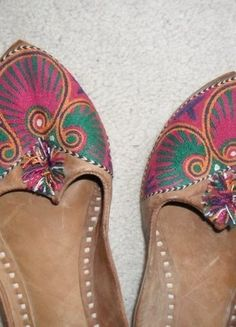 Kup mój przedmiot na #vintedpl http://www.vinted.pl/damskie-obuwie/mokasyny/18950081-boho-cale-ze-skory-hinduskie-klapki-sandaly-39