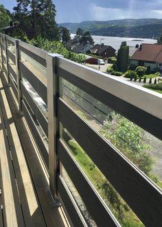 Glassrekkverk i design Soul med mørk grå kompositt og syrefast stål. Photo:YM-ylvameltvedt