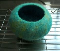 Tutorial - How to Make a Wet Felted Pod / Vessel using a resist How to make a wet-felted pod. Just make a larger one for a cat cave.How to make a wet-felted pod. Just make a larger one for a cat cave. Wet Felting Projects, Needle Felting Tutorials, Felt Projects, Felt Pictures, Felted Wool Crafts, Nuno Felting, Felt Diy, Felt Hearts, Felt Ornaments