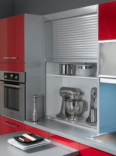 In the kitchen, office and living rooms, REHAU Tambour Doors make a statement with their unique design, innovative functionality and easy handling. Kitchen And Kitchenette, Kitchen Corner, Kitchen Cabinets, Kitchen Room Design, Kitchen Interior, Kitchen Decor, Space Saving Furniture, Home Furniture, Kitchen Cupboard Handles