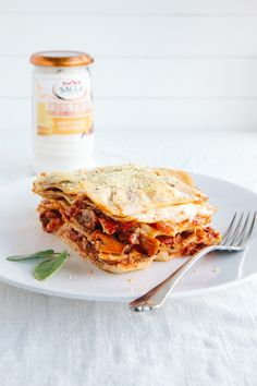 MUSHROOM LASAGNA A good vegan lasagna is hard to come by. But i think I've found one of the best, if I may say so. It's creamy, rich,. Vegan Foods, Vegan Snacks, Vegan Dishes, Vegan Meals, Vegan Lunches, Paleo Vegan, Diet Foods, Vegan Desserts, My Recipes