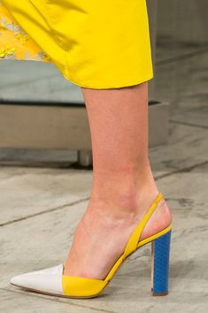 Carolina Herrera at New York Fashion Week Spring 2018 - Details Runway Photos