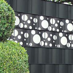 Sichtschutzzäune mit Design Sichtschutzstreifen von M-tec technology  machen Sichtschutz zum Schmuckstück