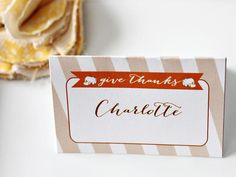 A place card can make your dinner guests feel so welcome. I have 12 simple Thanksgiving place card ideas that you can create for your Thanksgiving dinner table. Thanksgiving Name Cards, November Thanksgiving, Thanksgiving Celebration, Diy Thanksgiving, Holiday Tables, Thanksgiving Decorations, Diy Place Cards, Printable Place Cards, Cards Diy