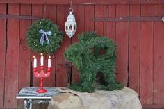 Vita rosor och förgätmigej: Julbock klädd i granris Christmas Greenery, Country Christmas, Christmas Decorations, Christmas Ornaments, Holiday Decor, Happy Holidays, December, Seasons, Tuna