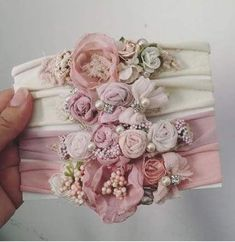 Hair accessories handmade diy headband 56 ideas Haarschmuck handgemachte diy Stirnband 56 Ideen This image has get Headband Bebe, Diy Baby Headbands, Diy Hair Bows, Handmade Headbands, Baby Bows, Headband Hair, Fabric Flower Tutorial, Fabric Flowers, Baby Hair Accessories