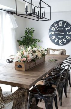 Stunning 85 Farmhouse Dining Room Table & Decorating Ideas https://decorapartment.com/85-farmhouse-dining-room-table-decorating-ideas/