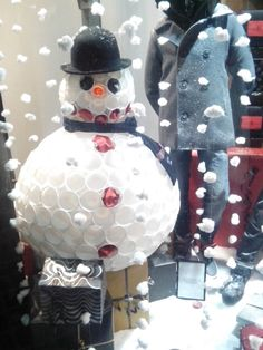 Bonhomme de neige Epernay, recyclage gobelet, bonhomme de neige gobelets, bonhomme de neige verres, verres plastique, Extrem Epernay, vitrines Epernay, Snow Globes, Home Decor, Display Cases, Drinkware, Plastic, Recycling, Decoration Home, Room Decor, Home Interior Design