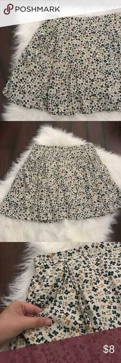 Old Navy Floral Skirt Here's a super cute skirt from old navy in a size medium! Great condition! No stains, or holes or piling! Love that it has pockets and the back waist band is elasticized so it's super comfy to wear! Fun and flirty skirt! Great for summer time and then add some tights and boots and your ready for fall! Old Navy Skirts