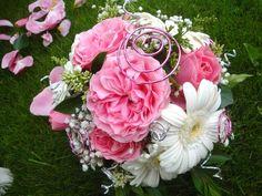 DECORATION FLORALE Quelques fleurs, de la mousse et des fils d'alu : en un tour de main, réalisez facilement des décorations florales. Apportez les merveilleuses couleurs de la nature dans votre intérieur Retrouvez tous les produits utilisés dans cette vidéo dans notre BOUTIQUE
