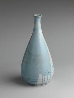 染付柳岩鳥文徳利 <br/>Wine Bottle with a Bird on a Rock under a Willow Tree Period: Edo period (1615–1868) Date: first half of the 17th century Culture: Japan Medium: Porcelain with underglaze blue decoration (Hizen ware)