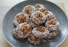 Walnut Cookies, Cake Cookies, Cupcakes, Eid, Sweet Tooth, Muffin, Dessert Recipes, Food And Drink, Sweets