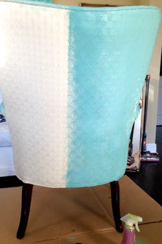 Painting upholstery with Annie Sloan paint - Does it really work? See the process at Fresh Idea Studio. Also has a link to a chalk paint recipe. Refurbished Furniture, Upholstered Furniture, Furniture Makeover, Chalk Paint Furniture, Furniture Projects, Diy Furniture, Paint Upholstery, Do It Yourself Furniture, Diy Casa