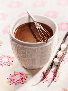 Chocolate and toffee pot de crème made with English toffee tea from DavidsTea. Café Chocolate, Melting Chocolate, Tea Recipes, Coffee Recipes, Davids Tea, Mets, Healthy Drinks, Food And Drink, Desserts