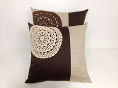 Simple crochet pads in the corner Crochet Cushion Cover, Crochet Cushions, Crochet Quilt, Sewing Pillows, Crochet Pillow, Crochet Home, Diy Pillows, Crochet Motif, Crochet Designs