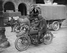 MILITARY MOTORCYCLES FIRST WORLD WAR (Q 26038)   INDIAN 999 cc twin cylinder machine fitted with a sidecar being used by two Italian army officers.