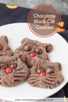 These Peanut Butter and Chocolate Black Cat Cookies are a fun and festive Halloween treat idea. Easy to make and kid friendly recipe, perfect for your celebrations. #halloweencookie #catcookie #kidfriendlyrecipe #easycookierecipe Easy Homemade Cookie Recipes, Amazing Cookie Recipes, Homemade Cookies, Fall Recipes, Snack Recipes, Dessert Recipes, Desserts, Best Cookies Ever, Cat Cookies