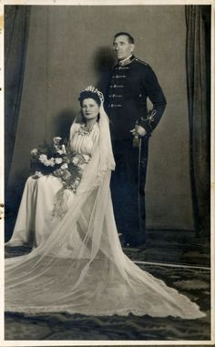 Despite many difficulties, the weddings of soldiers in World War II were still very wonderful, making us to feel emotionally. The bride's ou...