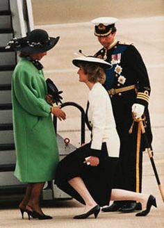 Scrutinizing Diana's noblest kindnesses as usual....... Princess Diana Curtsey Prince Charles Seems To Be Scrutinizing 1985