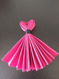 Best DIY Napkin Folding Tutorial Ideas – Home and Apartment Ideas The Chic Technique: Party Dress Napkins. interesting napkin fold - no tut accordian fold, tie with ribbon. Make top into a v-shape, fan out skirt. Combine with bow-tie napkins for a wedd Diy And Crafts, Paper Crafts, Gourmet Gifts, Deco Table, Decoration Table, Diy Hacks, Tea Party, Projects To Try, Table Settings