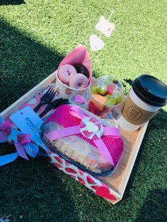 Food Gifts, Diy Gifts, Food Gift Baskets, Gift Box Design, Breakfast Tray, Christmas Hamper, Coffee Break, Pink Fashion, Picnic