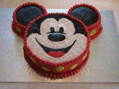 Mickey Mouse cake - Thanks to CareyI for the idea/inspiration. Buttercream icing with fondant yellow polka dots, and facial features. Cake is for face and then I used 2 corningware dishes that are about for the ears (chocolate mouse cake mice) Theme Mickey, Mickey Birthday, Mickey Party, 2nd Birthday Parties, Birthday Ideas, Birthday Cupcakes, Bolo Do Mickey Mouse, Mickey Cakes, Minnie Mouse Cake