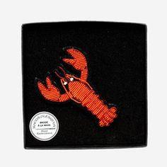 Broche homard, gag et décalée, à épingler sur un col de chemise un pull ou blazer ; elle mesure 6 x 5,5 cm