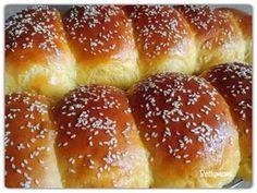 Pihe puha zsemle | Betty hobbi konyhája Mini Hamburgers, Hot Dog Buns, Baked Goods, French Toast, Bakery, Food And Drink, Bread, Breakfast, Recipes