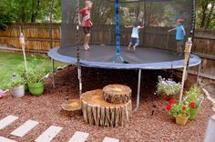 """C"" steht für Crafty: Tree Stump Trampoline Steps Large Backyard Landscaping, Backyard Trees, Backyard For Kids, Backyard Projects, Outdoor Projects, Landscaping Ideas, Trampoline Steps, In Ground Trampoline, Backyard Trampoline"