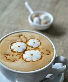Cappuccino - ♥ Coffee - the prettiest flower design I've seen Coffee Latte Art, I Love Coffee, Coffee Cafe, Coffee Break, My Coffee, Coffee Drinks, Coffee Shop, Cappuccino Art, Coffee Mugs