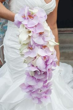Image from http://upload.weddbook.com/blogs/10-beautiful-bridal-bouquets-perfect-for-an-elegant-wedding-807-int.jpg.