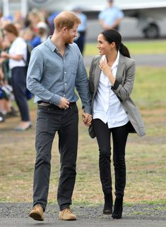 Prince Harry and Meghan Markle in Serena Williams Boss blazer The Duchess, Meghan Markle Outfits, Meghan Markle Style, Prince Harry And Megan, Harry And Meghan, Dion Lee, Serena Williams, Stella Mccartney Adidas, Gillian Anderson