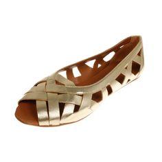 La Garconne Shoes, Doreen, #doreen #lagarconne #lagarconneshoes #switzerland #swissdesign #swiss #schweiz #schuhe #branding #shoes #summer #summersandals #summershoes #spring #springshoes #springsandals #sand #sandybeach #fashion #shoedesign #riverside #branding #shoebrand #doreen Spring Sandals, Spring Shoes, Summer Shoes, Swiss Design, Elegant, Shoe Brands, Designer Shoes, Flats, Switzerland