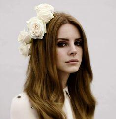 Lana Del Rey - flower crown and hair detail