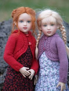 miniature dolls This knitting pattern can help you create a cable-edged cardigan sweater, like the ones pictured here. The sweater may fit a variety of 14 inch dolls, but is specifica Pretty Dolls, Cute Dolls, Beautiful Dolls, Dollhouse Dolls, Miniature Dolls, Victorian Dollhouse, Modern Dollhouse, Miniature Houses, Antique Dolls