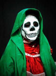 La indiferencia del mexicano ante la muerte se nutre de su indiferencia ante la vida - Octavio Paz