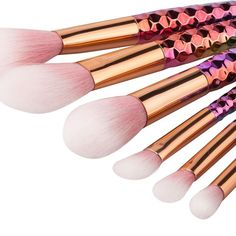 The perfect touch to your contour. Enjoy the soft effects of our new rainbow brushes and perfect you look, every time!