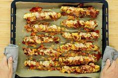 Die Zucchinisticks mit Bacon frisch aus dem Ofen