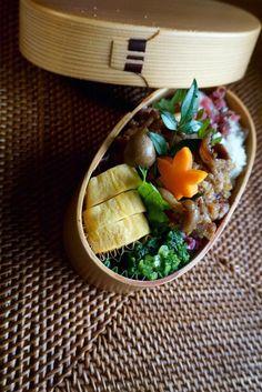 posted by @kumaizumi もう秋なの?って言ってるうちに本格的な秋になってたね。◆2015.9月17日のお弁当 豚肉の生姜焼き、ほうれん草のお浸し、玉子焼き #obento #お弁当 #obentoart