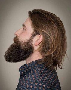 Penteado longo dos homens com barba