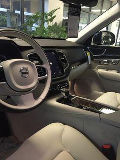 Blonde Momentum interior Volvo XC90 2016