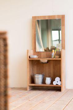 DIY: Montessori washing station for kids. Diy Montessori, Montessori Bedroom, Montessori Classroom, Montessori Toddler, Toddler Classroom, Home Learning, Baby Bedroom, Shop Interiors, Diy For Teens