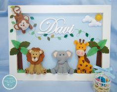 Porta maternidade safari Todo feito em MDF, tecido e feltro Personalizamos do jeito que você escolher, podendo mudar o tecido, os animais, o cenário, fazemos do jeitinho que a mamãe quiser ^^ Altura: 30.00 cm Largura: 41.00 cm Baby Crafts, Felt Crafts, Diy And Crafts, Crafts For Kids, Hanging Frames, Box Frames, Adornos Halloween, Baby Decor, Nursery Decor