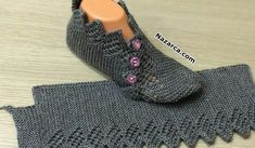 İki Şişle Ajurlu Yeni Patik Modeli Yapımı A new openwork booties model that you can create a dowry. Super Easy Slippers to Crochet or to Knit Looking for the pattern Gilet Crochet, Knitted Slippers, Crochet Slippers, Crochet Motif, Crochet Baby, Knit Crochet, Easy Knitting, Knitting Patterns Free, Knitting Socks