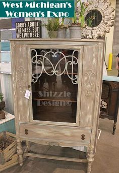 shizzle-design-chalk-and-clay-painted-china-cabinet-pie-safe-west-michigans-womens-expo-american-paint-company.jpg (420×607)