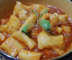 Nhoque de Batata Doce em Molho de Tomate e Manjericão