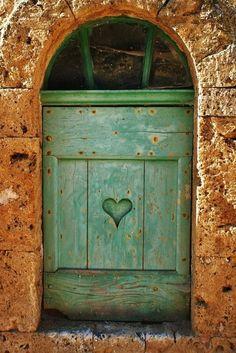 porta coração verde (repete?) - Um jardim para cuidar: COR NO JARDIM